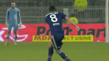 De ce??? Gourcuff a marcat unul dintre cele mai TARI goluri din istorie, arbitrul l-a ANULAT! Reusita anului in Europa League:
