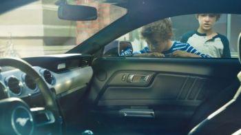 "SUPER MASINA zilei | Ford a lansat noul Mustang! Legenda americana poate fi cumparata si in Romania: ""Acum poate sa ia si curbe!"""