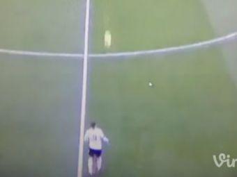 Mingea venea de pe partea cealalta a terenului, reactia lui e absolut GENIALA! Faza care a ridicat TOT stadionul in picioare