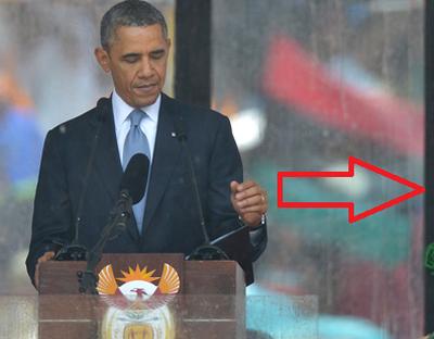 Gest socant langa Obama! A avut curaj sa faca asta langa cel mai puternic om al planetei la inmormantarea lui Mandela: VIDEO