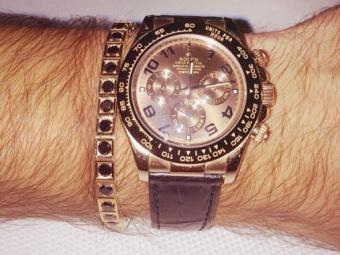 Cel mai bogat Mos Craciun pentru un jucator de Liga I! Cine a primit cadou azi un super ceas Rolex placat cu aur de 18 karate! Pretul te va lasa MASCA: