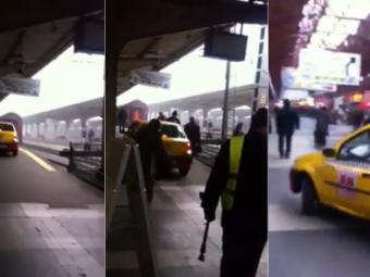 INCREDIBIL! Romania, 2014! A intrat cu taxiul direct pe PERONUL din Gara de Nord! Cum au reactionat oamenii cand l-au vazut: