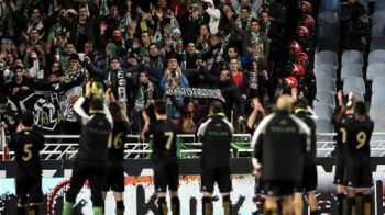 Moment UNIC pe terenul de fotbal! Jucatorii au refuzat sa joace, reactia fanilor este emotionanta! Barca si-a aflat adversara din semifinale dupa un meci care nu s-a jucat: