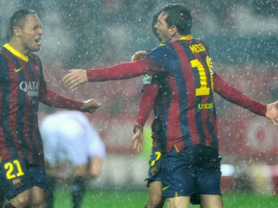 Sevilla 1-4 Barcelona! Messi inscrie o dubla! Fabregas reuseste un gol de senzatie! Barcelona e din nou pe primul loc in Primera! VIDEO