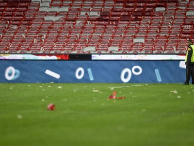 Imagini incredibile pe stadionul pe care se va juca finala Champions League. Bucati din acoperis au cazut pe teren! Benfica 1-0 Sporting!