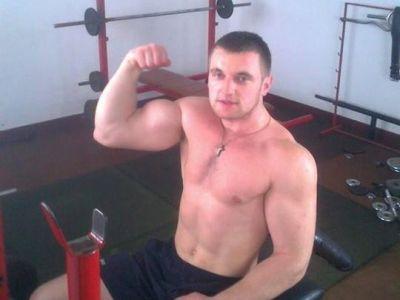 """Glontul"" Chipreanov a aratat cum a devenit vice-campion mondial. E incredibil ce greutate poate sa ridice intr-o singura mana:"