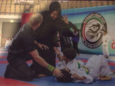 Moment socant la o competitie de Jiu Jitsu! Mama unuia dintre copii a intrat pe suprafata sa vada daca baiatul ei este OK