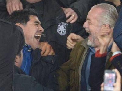 'Dumnezeu' s-a intors acasa! Maradona, din nou pe San Paolo: s-a bucurat ca un copil la golul lui Higuain! VIDEO