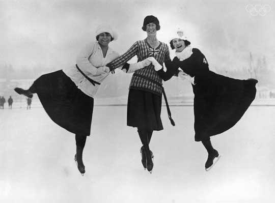 Chamonix, Franta, 1924 - 3 dintre concurentele probei de patinaj artistic