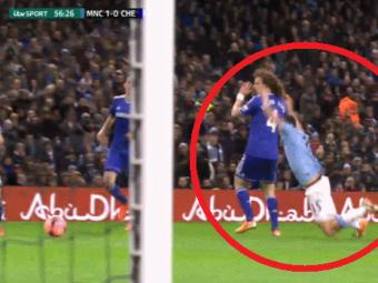 """Cea mai jenanta simulare?! Jovetic l-a """"batut"""" pe Suarez, fanii il sfatuiesc sa se apuce de sarituri in bazin! :) Cum a vrut sa-l pacaleasca pe arbitru, in City 2-0 Chelsea!"""