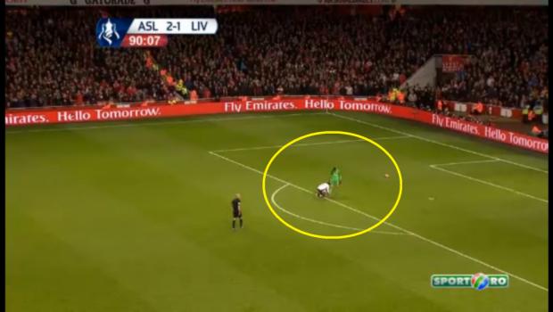 Moment EXTRAORDINAR pe teren! Portarul lui Arsenal tragea de timp, dar Sturridge s-a dus sa-l AJUTE! :) Faza serii in Europa! VIDEO