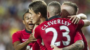 Aparitie SURPRIZA in cantonamentul lui Manchester United! Mata, Ferdinand si Januzaj s-au fotografiat alaturi de o LEGENDA