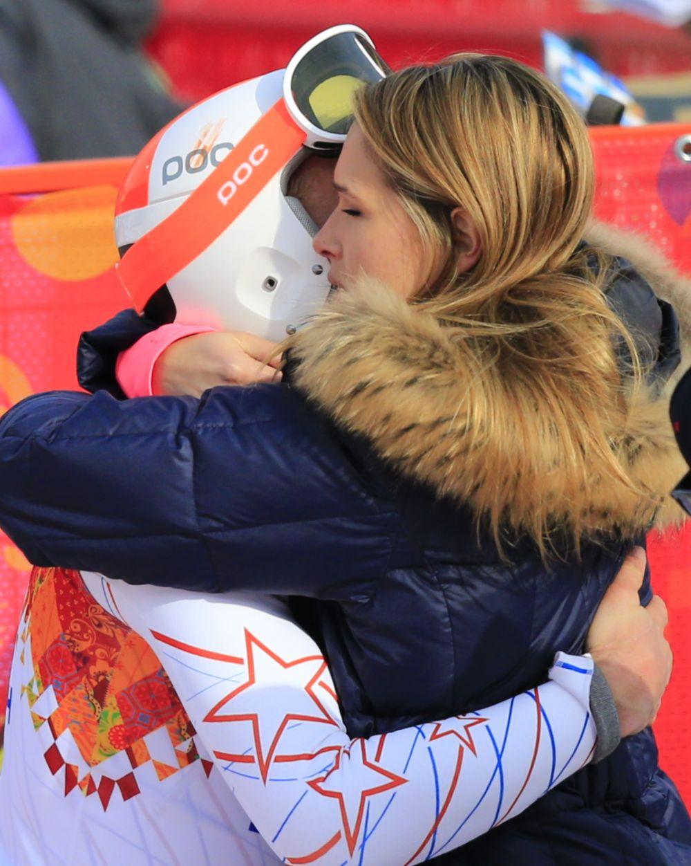 Bode Miller a fost imbratisat de sotie imediat cum a trecut linia de sosire pe locul 3.