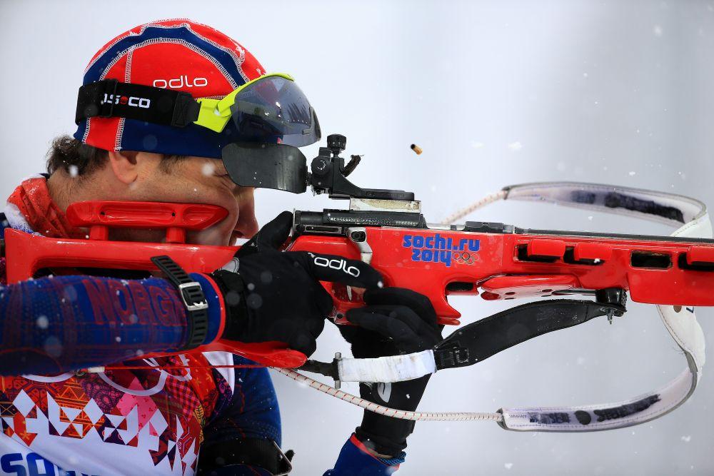 Ole Einar Bjoerndalen din Norvegia se antreneaza inainte de cursa de 15km Mass Start