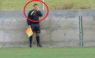 Faza incredibila in timpul unui meci din Bulgaria! Arbitrul de margine, surprins in timp ce vorbea la telefon! Jucatorii au ramas inmarmuriti: VIDEO