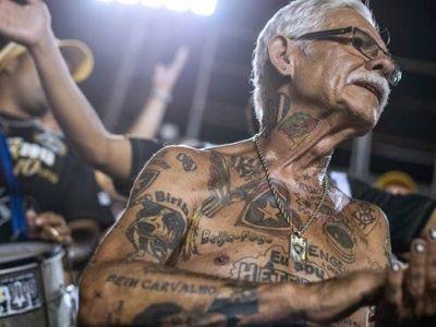 Are 69 de ani si peste 70 de tatuaje cu echipa preferata! Cel mai tare ULTRAS asteapta Cupa Mondiala pe strazile din Rio