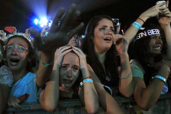 TRAGEDIE uriasa: vedeta rapita si impuscata in cap! Mii de oameni sunt scandalizati pe strazi in acest moment!