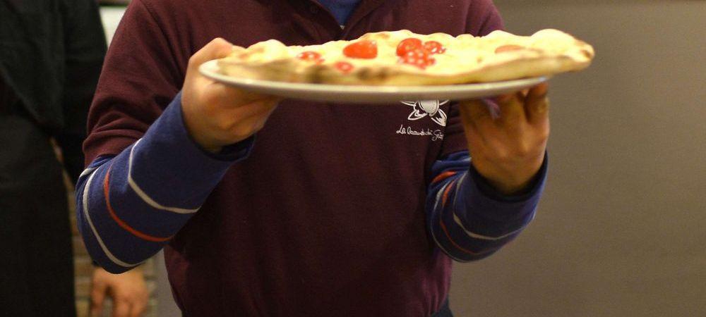 Dieta nebuna a unui barbat. Ce s-a intamplat cu el dupa ce a mancat numai pizza timp de 25 de ani