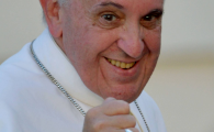 VIDEO INCREDBIL! Cel mai microbist Papa din istorie injura ca pe stadion! Moment halucinant in timpul discursului sau!