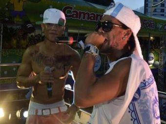 Ronaldinho a facut spectacol la carnaval! S-a suit pe scena si a inceput sa cante rap! A doua zi a primit o veste proasta de la club VIDEO