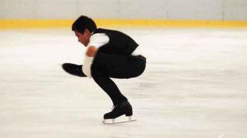 """""""Vreau la JO de iarna, dar am nevoie de gheață sa patinez!"""" Povestea unica a lui Gabriel Coconu, copilul ajuns campion cu o mana rupta, care se lupta cu absurditatea din Romania"""