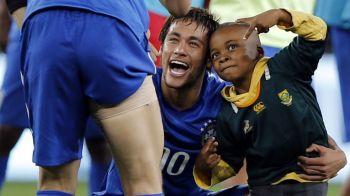 Moment senzational la meciul Braziliei! Un copil african a intrat pe teren sa-l atinga pe Neymar! Gestul starului de la Barca a cucerit o lume intreaga