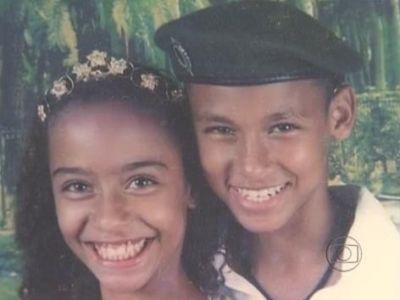 Erau doi copii, acum el e MILIONAR si ea o BOMBA SEXY! Cum arata acum sora unui STAR din fotbal! FOTO