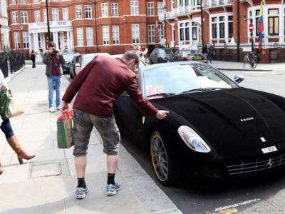SEICUL cu cea mai tare masina de la Londra! Are 620 de cai, insa trecatorii au pus mana pe ea sa stie daca e reala! Ce au simtit oamenii! FOTO