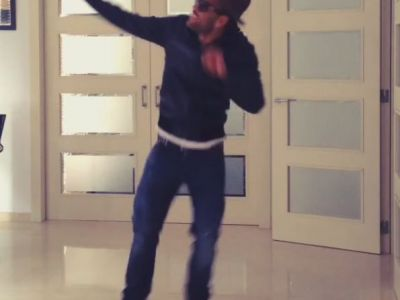 Prea tare! :)) Canta melodia 'Happy' si danseaza ca un nebun! Ce s-a intamplat dupa o seara de Liga! VIDEO