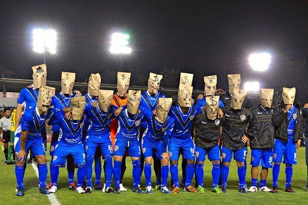 Motivul incredibil pentru care acesti jucatori au intrat pe teren imbracati asa! SUPER FOTO