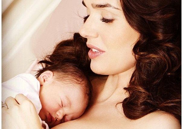 Mostenitoarea imperiului Formula 1 a nascut o fetita! Primele imagini cu Tamara Ecclestone si micuta Sophia