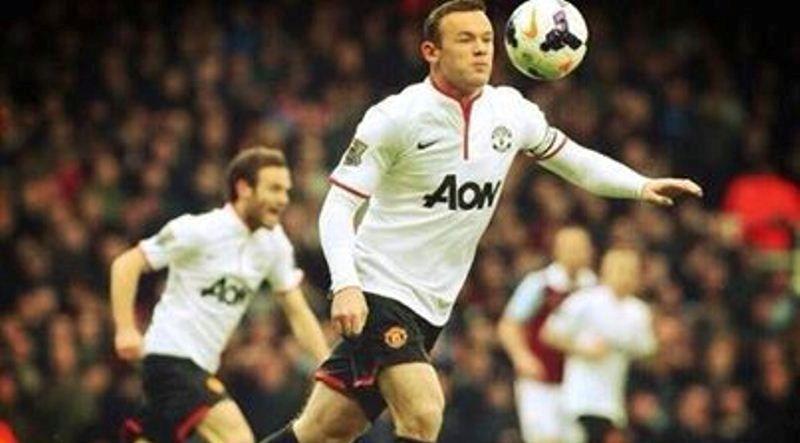 Dialogul purtat de jucatorii lui Manchester United pe teren in timp ce Rooney reusea golul anului in Anglia! Ce ii striga Mata!