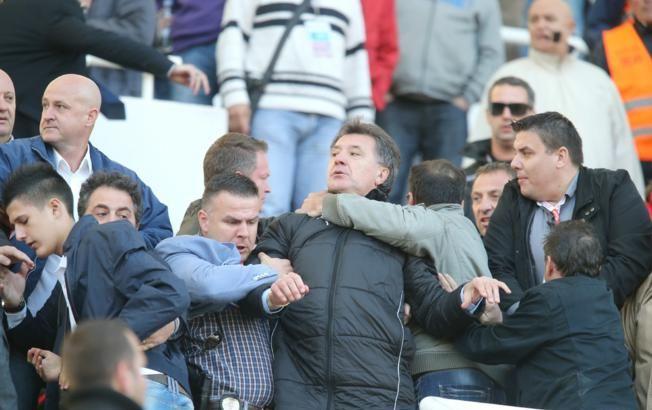 Scene de GROAZA la derby-ul Croatiei! Fanii au luat-o razna dupa gestul asta! Ce a facut unul dintre sefii lui Dinamo