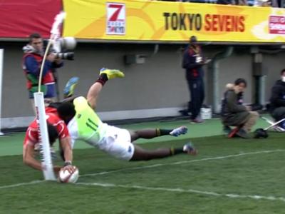 SUPERMAN joaca Rugby! Un japonez a reusit sa inscrie dupa un plonjon incredibil! VIDEO