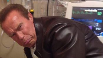 FOTOBOMB! MOTIVUL pentru care Schwarzenegger a fost surprins in aceasta ipostaza!