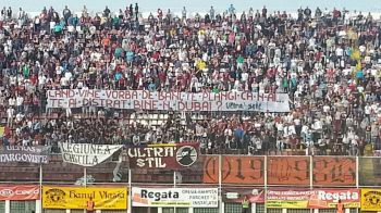 HAZ de NECAZ in Giulesti! Fanii l-au 'taxat' din nou pe Zamfir dupa episodul 'Dubai'! Ce au afisat la meciul din Grant! FOTO