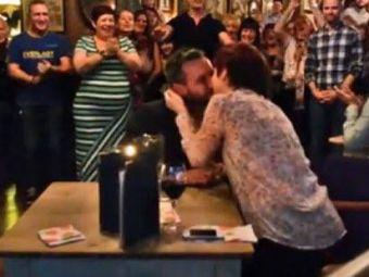 E asta cea mai tare cerere in casatorie din ISTORIE? Un barbat si-a surprins TOTAL iubita in restaurant! VIDEO