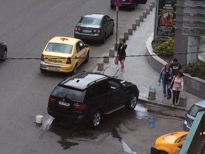 TARAN de Bucuresti! Ce s-a intamplat cu un BMW X5 pe Calea Victoriei! Imagini dementiale! FOTO