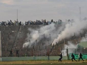 Tragedie fara margini la un meci de fotbal: 15 oameni au murit pe stadion!
