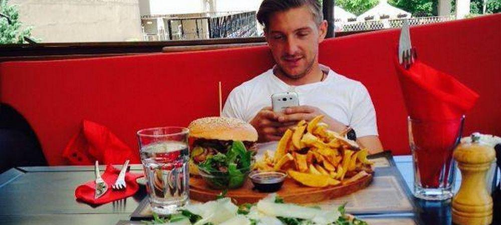 Ce a facut Antal dupa ce a scapat de saracia de la Vaslui: 4 kile de mancare la golgheter, va rog :) Cum s-a pozat: