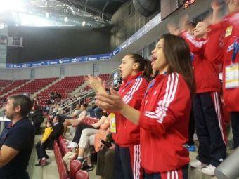 FOTO & VIDEO A inceput Europeanul de gimnastica! Romancele au facut deja SHOW in tribune! Imagini de la Sofia