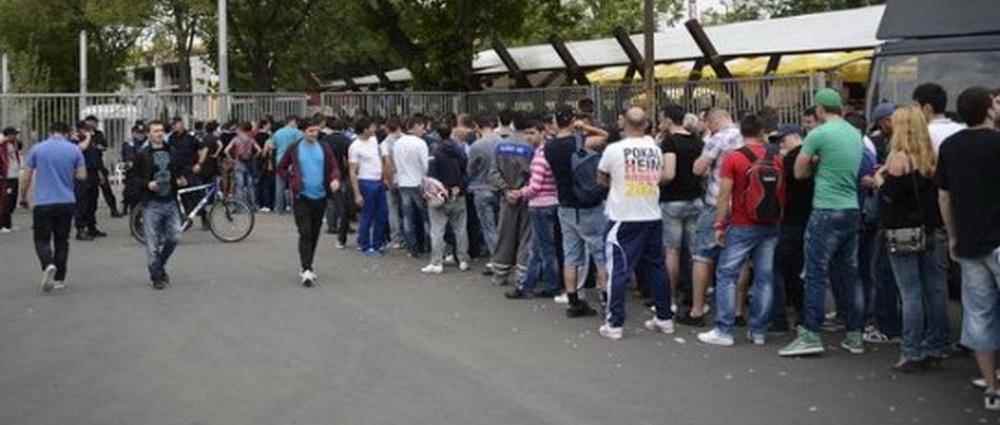 """Burleanu rezolva enigma: raman 7000 de bilete pentru 'obligatii'! Liderul galeriei Stelei: """"Veniti la mine, am 13.000 de vanzare"""""""