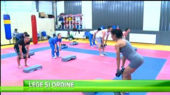 Lotul national de karate e pregatit fizic de o doamna, comisar-sef de Politie! Disciplina e maxima! VIDEO