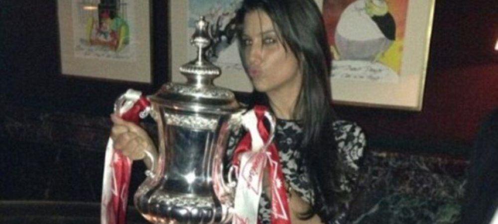 Trofeul FA Cup s-a mutat in club. Cum s-au fotografiat iubitele jucatorilor de la Arsenal cu el