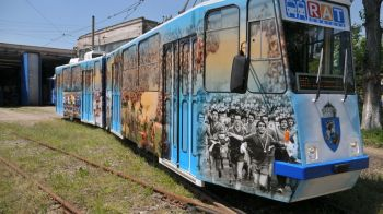 E unic in Romania: Cum arata tramvaiul pe care a fost vopsita intreaga Craiova Maxima. FOTO & VIDEO