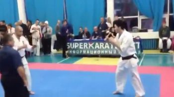 A stat in picioare doar TREI secunde! Toata sala a AMUTIT dupa lovitura asta! Cea mai tare faza la karate. VIDEO