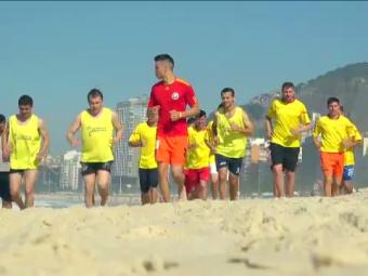 Romanii ajunsi in Brazilia sa joace la Rio s-au dezlantuit pe Copacabana! Ce au facut inaintea finalei de la Cupa Prieteniei