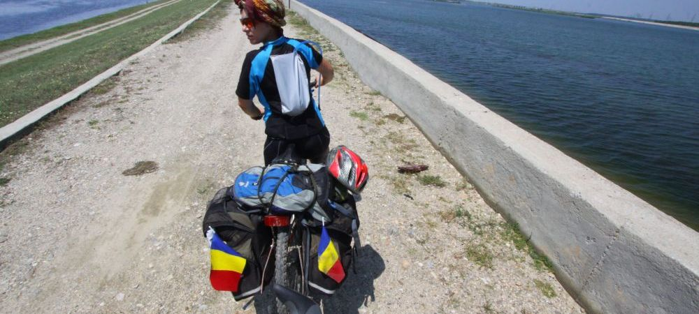 Pana in Indonezia pe bicicleta! Aventura ei incepe ASTAZI - Povestea romancei care strabate planeta pentru a studia