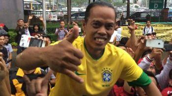Cannavaro a avut un soc in timpul unui turneu in Asia: l-a vazut pe Ronaldinho in carca unui indonezian! Poza face senzatie pe net