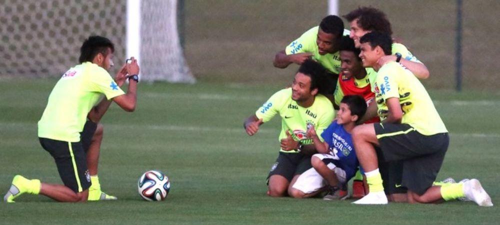 Imagini unice de la antrenamentul Braziliei. Un copil a sarit gardul sa-l atinga pe Neymar. Ce gest superb a facut starul Barcei